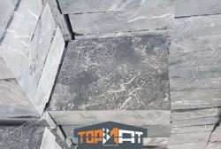 Đá đen khò mặt 30x30x(2,5-2,7) cm CA09
