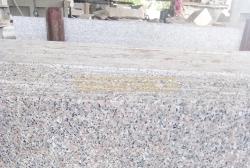 Đá granite hồng Gia Lai mặt mài 30x60x2cm