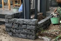 Đá cubic bazan đen chẻ tay 10x10x20 cm