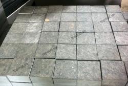 Đá cubic bazan xám khò mặt 10x10x5 cm