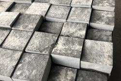 Đá cubic bazan đen mặt khò 10x10x5 cm