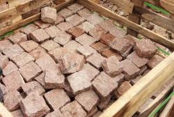 Đá cubic granite đỏ 10x10x5cm